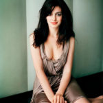 Anne Hathaway Height, Weight, Age, Bio, Body Shape, Net Worth, Family, Affairs, Marriage, Wiki & more!